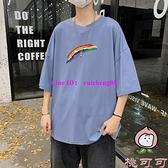 夏季短袖t恤男港風大碼寬鬆彩虹半袖上衣休閒百搭體恤【桃可可服飾】