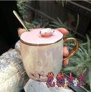 櫻花帶蓋勺火烈鳥陶瓷杯 北歐珠光釉馬克杯辦公室女士咖啡杯子 BT6008【花貓女王】