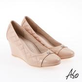A.S.O 雅緻魅力 職場通勤經典菱格紋楔型鞋 卡其