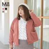 Miss38-(現貨)【A10769】大尺碼針織衫 V領開扣 純色短版 毛衣外套 好穿不扎 素面百搭- 中大尺碼女裝