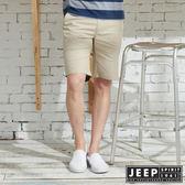 【JEEP】反摺造型素面休閒短褲-卡其