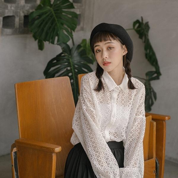 Queen Shop【01024129】氣質蕾絲鏤空落肩設計襯衫 兩色售*現+預*