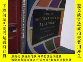 二手書博民逛書店CASES罕見IN INTERNATIONAL RELATION