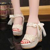 厚底鬆糕學生女鞋 甜美防水台蝴蝶結露趾防滑涼鞋~櫻花小屋~