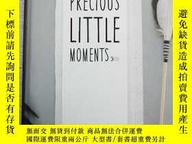 二手書博民逛書店Precious罕見Little MomentsY19139 B