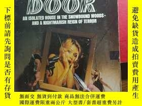 二手書博民逛書店The罕見Wolves at the DoorY32667