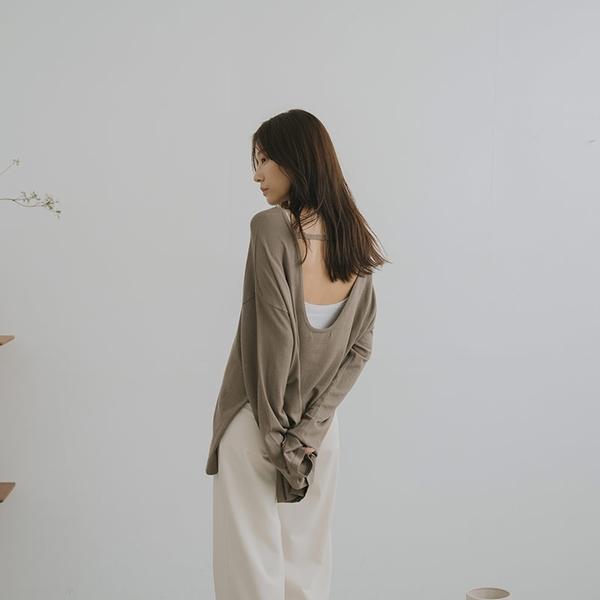 Queen Shop【01012451】後簍空挖背造型長版針織上衣 三色售*現+預*