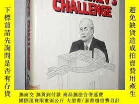二手書博民逛書店Gorbachev s罕見Challenge: Economic