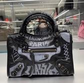 ■專櫃77折■ Balenciaga 全新真品 300295 迷你 Mini City 塗鴉羊皮機車包 黑白色