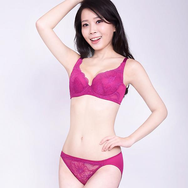 思薇爾-半熟美人系列M-XL蕾絲低腰三角內褲(果醬紫)