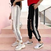 夏裝新品韓國褲子破洞寬鬆小腳哈倫褲學生顯瘦條紋運動褲休閒褲女【好康八五折搶購】
