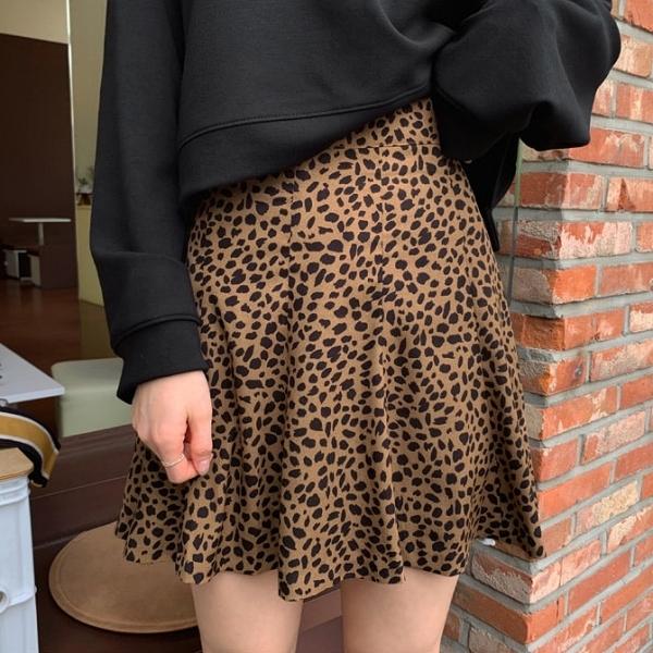 韓國製.個性帥氣豹紋後鬆緊短裙.白鳥麗子