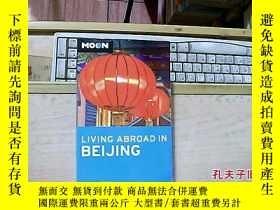 二手書博民逛書店LIVING罕見ABROAD IN BEIJING(在北京生活在