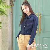 betty's貝蒂思 率性領口蕾絲綁結襯衫(深藍)