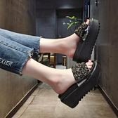 水鑽鬆糕厚底拖鞋 外穿坡跟高跟一字涼拖鞋【多多鞋包店】z7798
