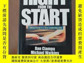 二手書博民逛書店Right罕見from the Start: Taking Charge in a New Leadership