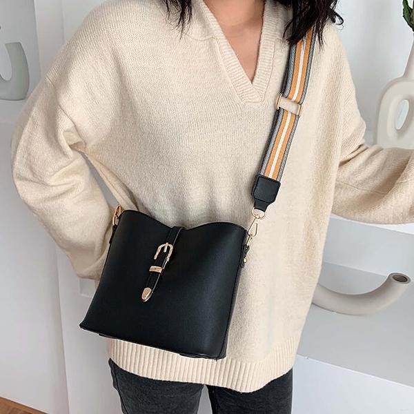 【快出】水桶包時尚寬頻小包包洋氣女包新款潮韓版百搭斜背包網紅單肩