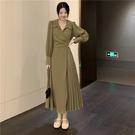 VK精品服飾 韓國風名媛V領修身開叉百褶長版長袖洋裝