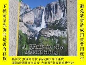 二手書博民逛書店A罕見Walk in the Mountains(Science