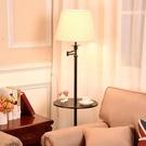 美式簡約客廳落地燈臥室書房立式沙發搖控茶幾燈置物托盤落地台燈 夢幻小鎮