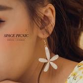 耳環 Space Picnic|五瓣立體白花耳環(現+預)【C20037007】