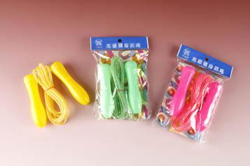 進大 JD-F-07  塑膠柄中級彩虹跳繩(顏色隨機出貨) / 條