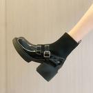 賈不假襪靴女2021年秋季新款皮帶扣粗跟時尚百搭英倫風短筒瘦瘦靴 韓國時尚週