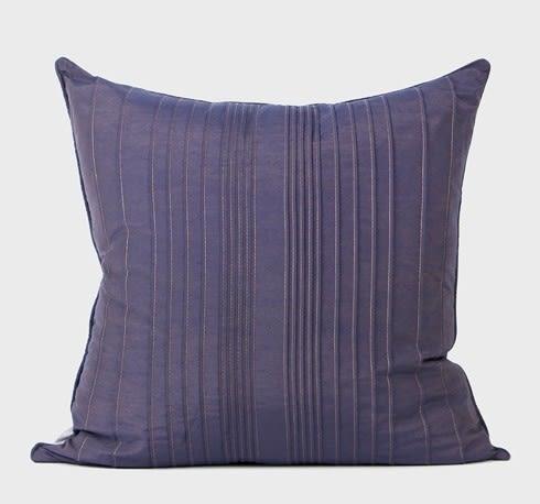 [協貿國際]簡約現代中式/設計師絲質仿真絲靠包靠墊抱枕/紫色立體條紋方枕