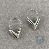BRAND楓月 LOUIS VUITTON LV 路易威登 M63199 V字耳環 耳飾 耳釘 耳針 大V造型 配飾