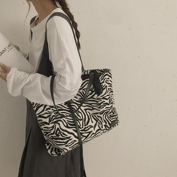 帆布包包女2021新款潮網紅斑馬紋托特包大學生上課側背包大容量包 伊蘿 618狂歡