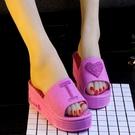 浴室拖鞋  涼鞋中跟2020新款坡跟蝴蝶結甜美公主壹字沙灘鞋