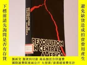 二手書博民逛書店Revolution罕見in Central America 英