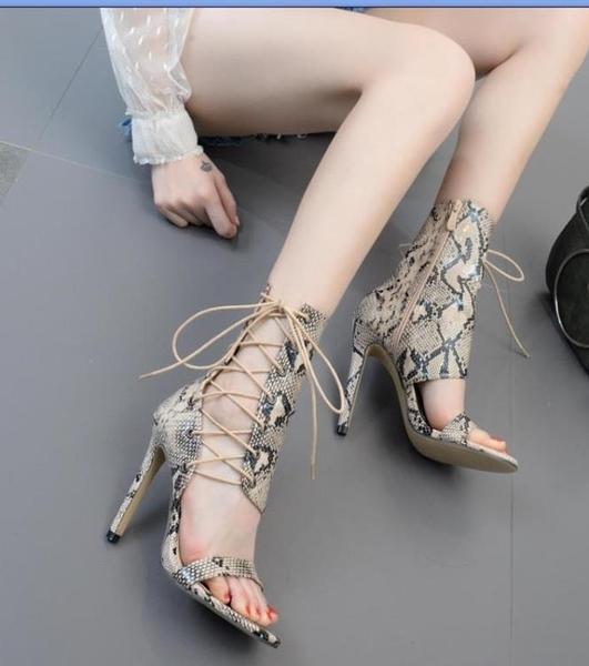 魚嘴涼鞋 2020年新款歐美高跟交叉走秀繫帶鏤空蛇紋涼靴40碼