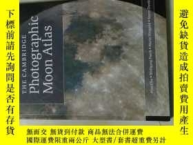 二手書博民逛書店THE罕見CAMBRIDGE Photographic Moon