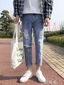 夏季薄款牛仔褲男潮牌直筒寬鬆男士破洞九分闊腿淺色長褲子男學生 町目家