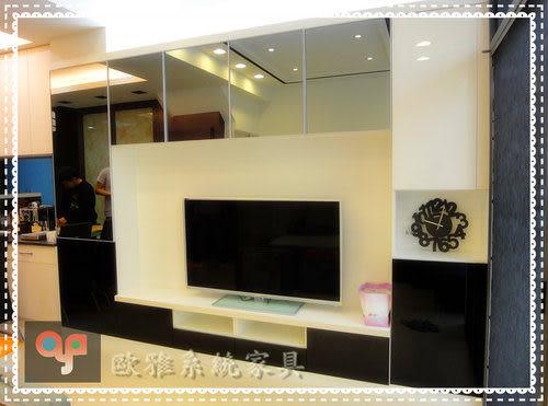 【歐雅系統家具】美觀電視牆-鏡面夾鋁框吊櫃