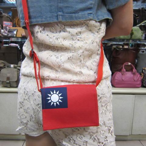 ~雪黛屋~Lian簡單式書包 防水尼龍布上班台灣製造品質保證加強車縫背帶耐承重 國旗-紅(小)