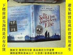 二手書博民逛書店The罕見song from somewhere else 從別的地方來的歌Y203004