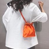 束口包素色休閒小包包女新款束口簡約側背包潮ins百搭抽繩斜背布袋  迷你屋 新品