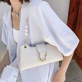 腋下包包女夏小眾2021新款潮時尚側背斜背包高級感百搭白色法棍包 果果輕時尚