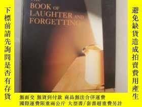 二手書博民逛書店The罕見Book of Laughter and Forget