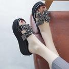 增高拖鞋 拖鞋女夏外穿新款鬆糕厚底厚底楔形涼鞋增高高跟涼拖風-Ballet朵朵