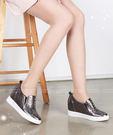 【2wenty6ix】★ 正韓 ★ Geo-Hotfix 幾何鉚釘鑲崁 造型質感皮革 7cm內增高 楔型底懶人鞋