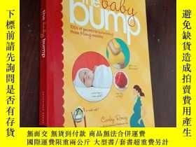 二手書博民逛書店the罕見baby bump【書下方遭水,不影響閱讀】Y12880 CHRONICLE BOOKS 出版