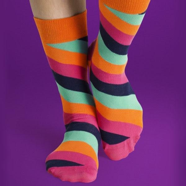 『摩達客』瑞典進口【Happy Socks】橘粉藍斜紋中統襪(60112081020)