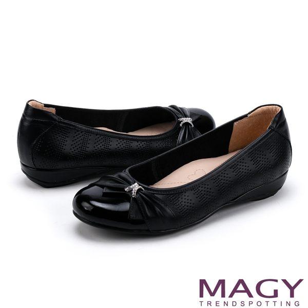 MAGY 氣質甜美女孩 牛皮抓皺蝴蝶結鑽飾平底娃娃鞋-黑色