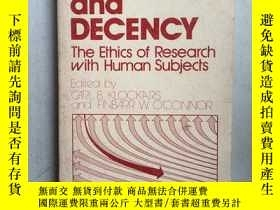 二手書博民逛書店DEVIANCE罕見AND DECENCY: The Ethic