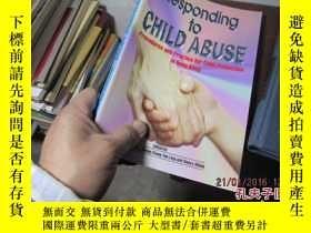 二手書博民逛書店responding罕見to child abuse proce