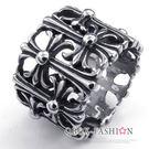 《 QBOX 》FASHION 飾品【RGG0024】精緻個性克羅心十字架鏤空鑄造鈦鋼戒指/戒環