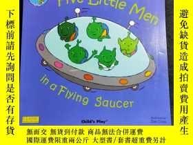 二手書博民逛書店【超大開本】Five罕見Little Men in a Flying Saucer 童書繪本英文原版 大開本 《飛